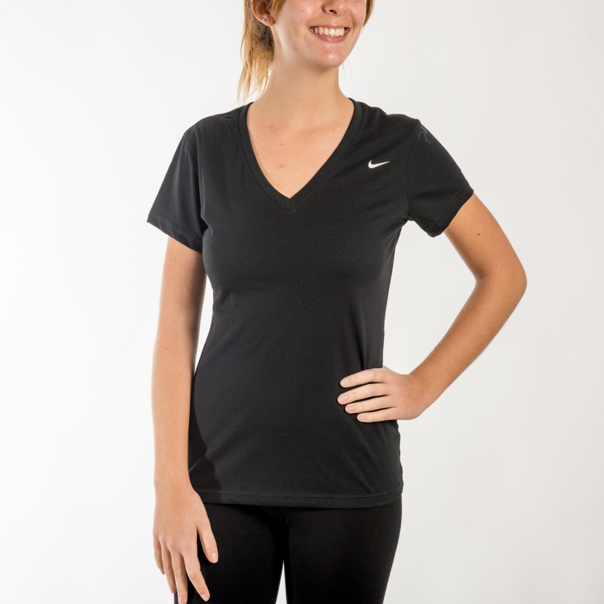 REMERA NIKE DRI FIT COTTON VNECK TEE.