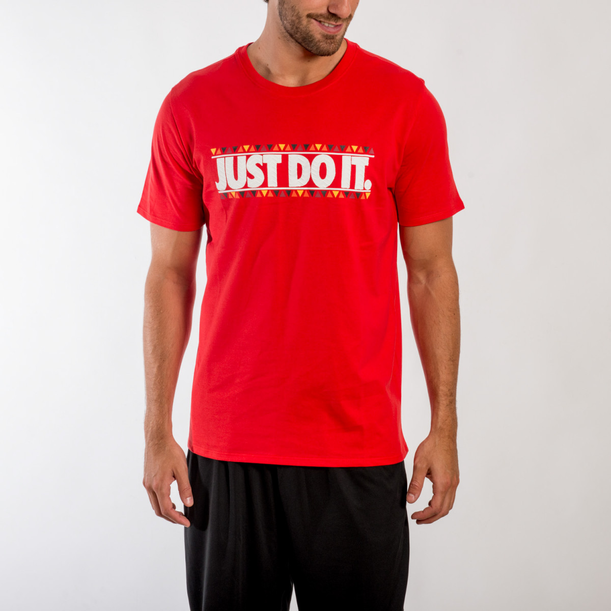 REMERA NIKE TEE-SNEAKER TRIBE JDI UNIVERSITY